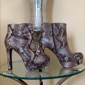 Mossimo Snakeskin Ankle Boots Size 8